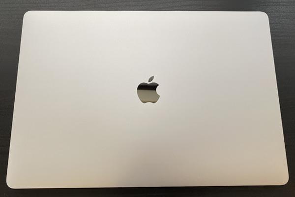 """Macbook Pro 16"""" 開封後"""
